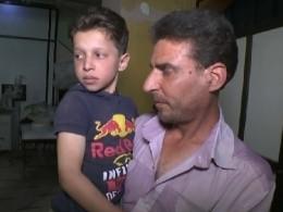 Отец сирийского мальчика извидео «Белых касок» намерен опровергнуть факт химатаки