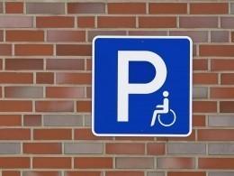 Минтруд начнет выдавать знак «инвалид» для парковки автомобилей