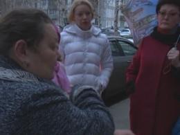 Жители Нижневартовска вышли напикет после того, как юная живодерка утопила новорожденных щенят вкипятке
