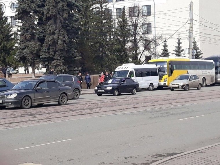 Челябинских ветеранов привезли кВечному огню накатафалках