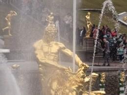 ВПетергофе заработали фонтаны