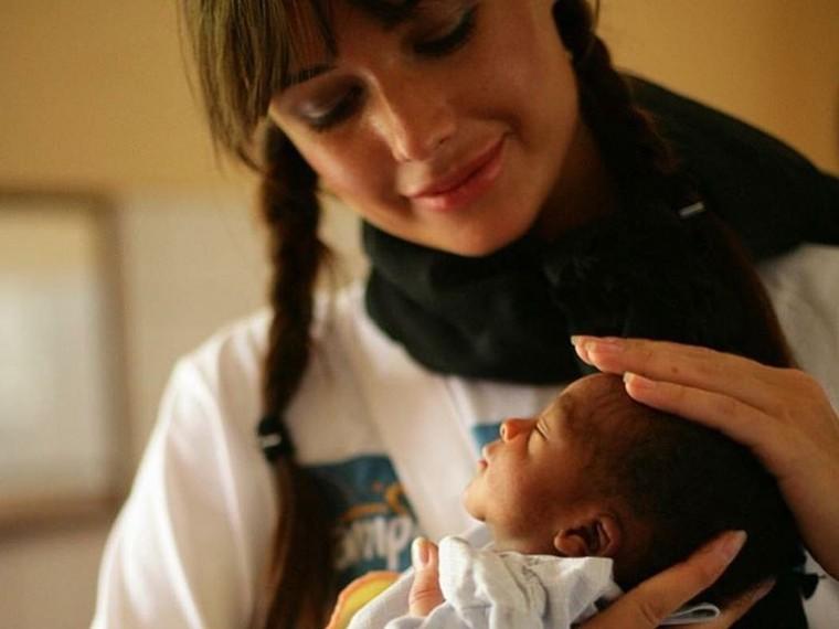 Ясновидящая: Оксана Фёдорова станет мамой темнокожего малыша изКении