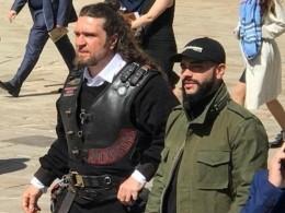 «Считайте форму парадной»— наинаугурацию Путина байкер Хирург приехал вбелой рубашке