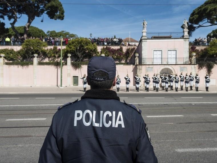 Греческого журналиста ударили ножом иограбили вЛиссабоне
