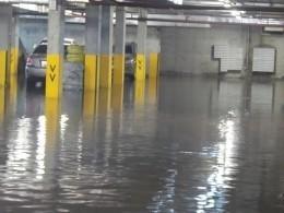 Сотни иномарок утонули наплатном паркинге вЕкатеринбурге