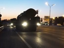 Видео: принимавшие участие вмосковском Параде Победы пусковые установки «Ярс» возвращаются домой