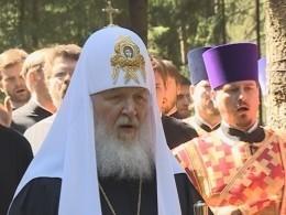 Патриарх Кирилл освятил храм наместе захоронения жертв политических репрессий под Петербургом