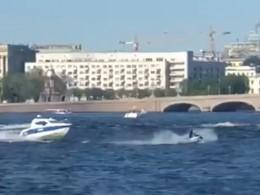 ВПетербурге полицейские катера устроили погоню зааквабайкерами