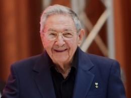 Раулю Кастро удачно удалили грыжу