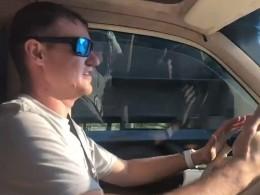 НаУкраине блогеру, который проехался поКрымскому мосту, грозят штрафом