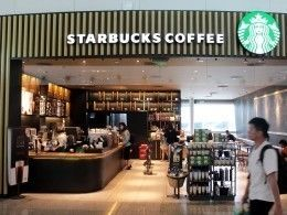 Starbucks разрешила сидеть вкафе даже тем, кто ничего незаказывает