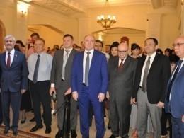 Нафото счелябинским губернатором «приклеили» известного чиновника