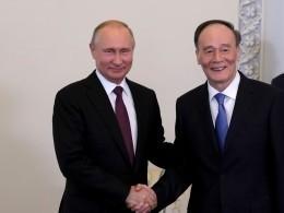 Путин поблагодарил зампредседателя Китая заучастие вПМЭФ