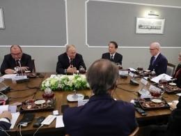Владимир Путин призвал Запад непереходить «краснуюлинию» вотношениях сРоссией