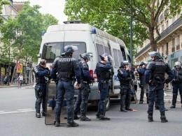 Семеро полицейских пострадали при попытке нападения набанк вПариже