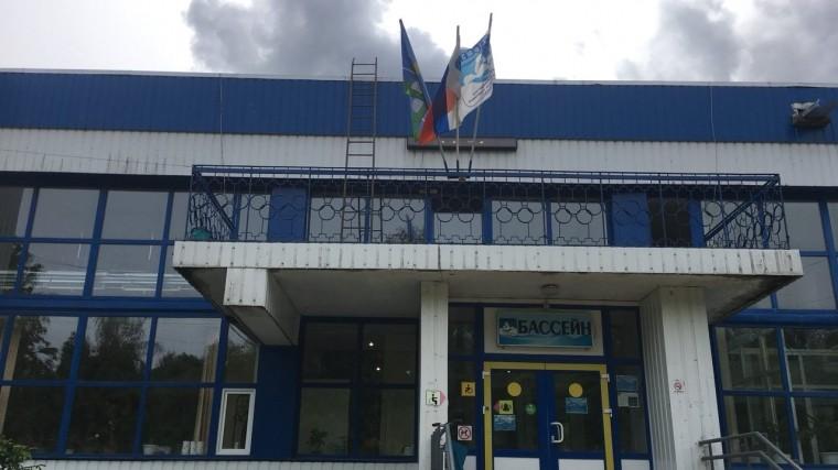 Вбассейне Ленинградской области рухнул потолок