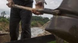 Видео спасения заживо похороненного младенца вБразилии появилось всети