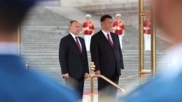 Путин пригласил СиЦзиньпина наВЭФ-2018