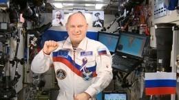 Видео: космонавт поздравил россиян сДнем России сборта МКС