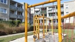 ВХанты-Мансийске наглазах упрохожих рухнула стена детской площадки