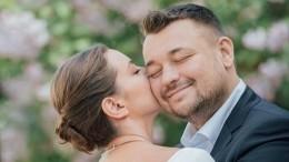 «Зачем такое выкладывать?»: Сергей Жуков озадачил подписчиков интимным фото жены