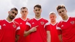 Видео: Сборная России тренируется настадионе«Санкт-Петербург»