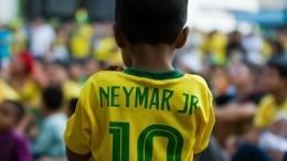 Игроки сборной Бразилии готовятся кматчу сКоста-Рикой вместе сосвоими детьми