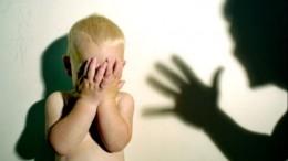 Видео: вБарнауле воспитателя детсада уличили вжестоком обращении сдетьми
