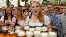 Суровые антироссийские санкции вынудили баварских девушек обнажиться