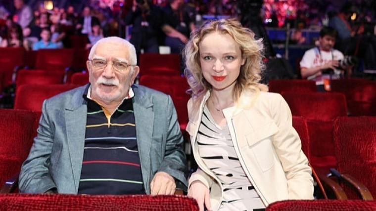Выяснилось, как ипочему Джигарханянженился наЦымбалюк-Романовской