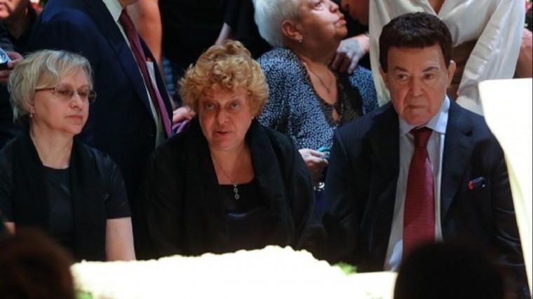Исхудавший иобессиленный Кобзон простился сАндреем Дементьевым