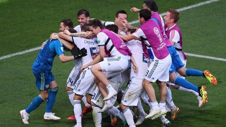 Шнуров, Воля иХарламов сорвали голоса после победы РФнад Испанией вЧМ-2018