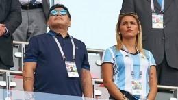 Диего Марадону заметили вобществе знойной молодой блондинки