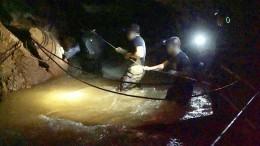 ВТаиланде, впещеру сзаблокированными детьми, вновь поступает вода