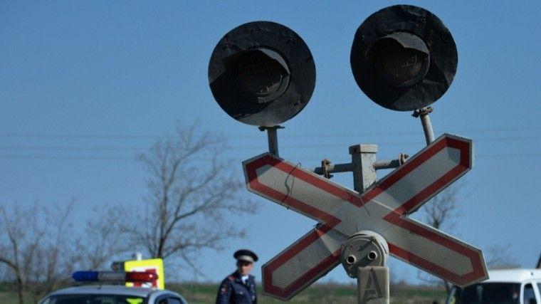 ВРостовской области пассажирский поезд столкнулся сгрузовиком— двое погибших