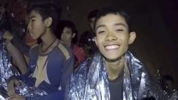 Спасатели вывели наволю двух первых пленников пещеры Кхао Луанг вТаиланде