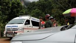 ВТаиланде продолжается операция поспасению детей, застрявших впещере