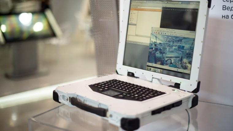 Ростех представил сверхпрочный инепотопляемый российский ноутбук