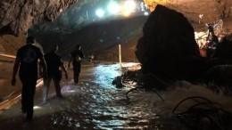 Илон Маск лично привез вТаиланд мини-субмарину, которая спасет детей изпещеры
