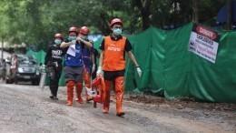 Все детиитренер спасены иззатопленной пещеры вТаиланде