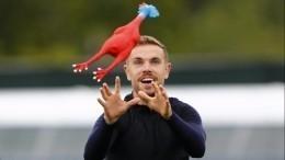 Тренер объяснил, зачем англичане играли срезиновыми курицами натренировке
