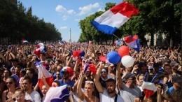 Видео: Франция празднует победу вЧМ-2018