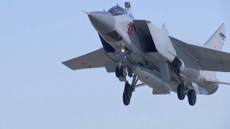 Цель уничтожена: российские МиГ-31 сбили «нарушителя» ввоздухе