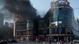 Насевере Петербурга потушили пожар вторговом комплексе «Крыша»