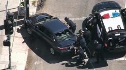 Полиция Голливуда оцепила магазин, где вооруженный мужчина захватил заложников