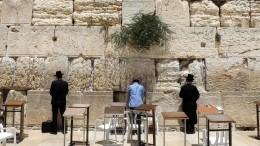 Огромный камень выпал изСтены плача вИерусалиме— видео