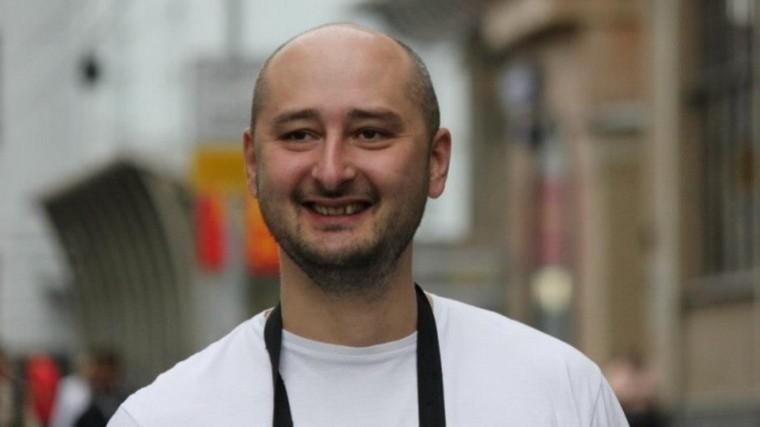 Аркадий Бабченко послал натри буквы журналиста, обвинившего его втрусости