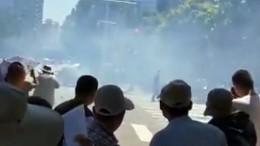 Уздания посольства США вПекине произошел взрыв— первые кадры сместа