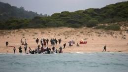 «Разбежались поЕвропе»— опубликовано видео высадки мигрантов напляж вИспании