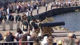 Парад вчесть Дня ВМФ вСевастополе начался свыстрела из200-летней пушки